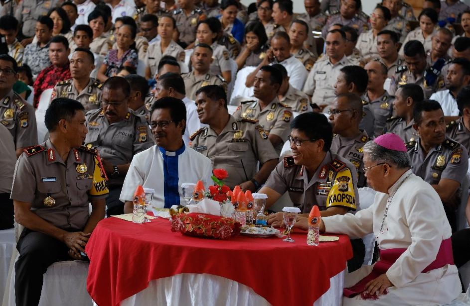 Keluarga Besar Polda Maluku Rayakan Natal