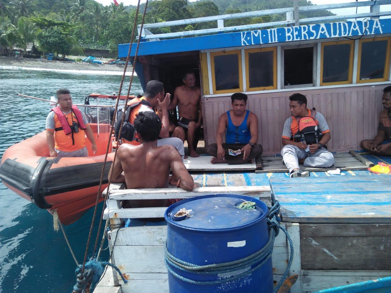 Patah Kemudi, KM Tiga Bersaudara Diselamatkan Tim SAR