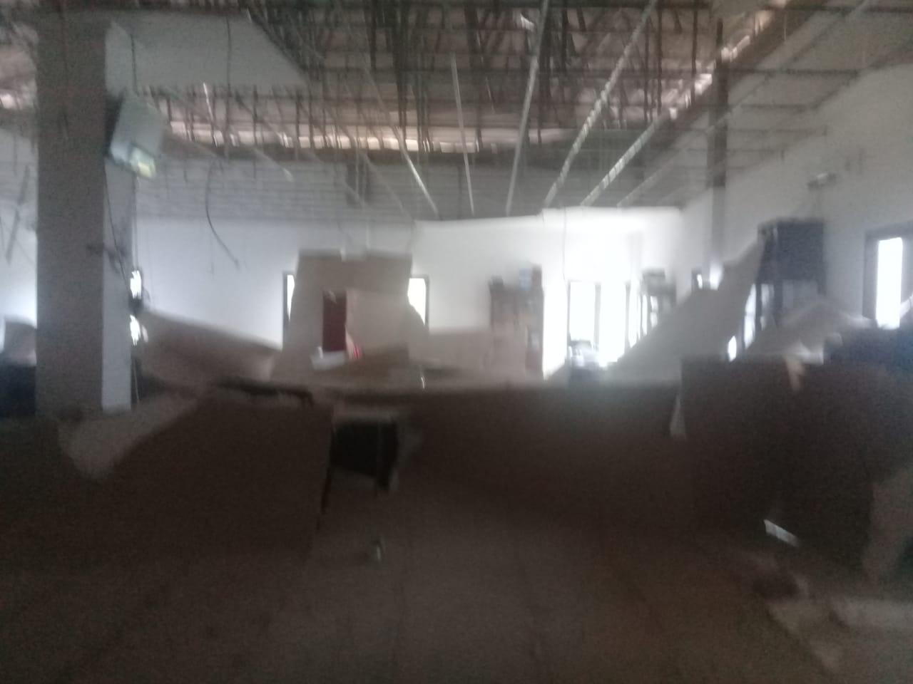 Plafon Kantor Bupati Bursel Ambruk Diterjang Angin Kencang