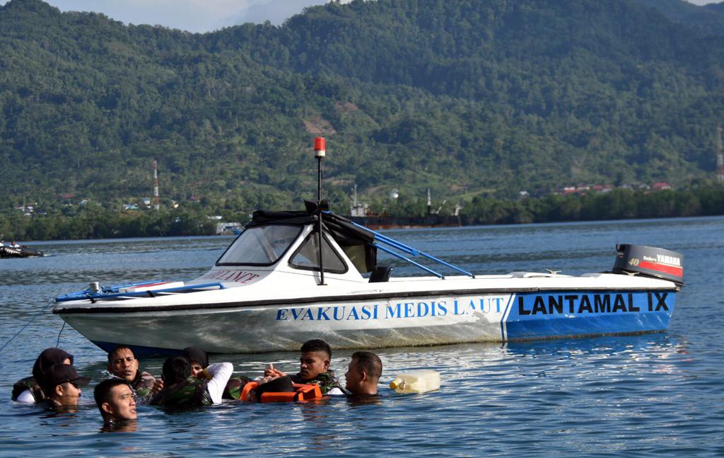 Mahasiswa Poltekkes Maluku Berlatih Evakuasi Medis Laut
