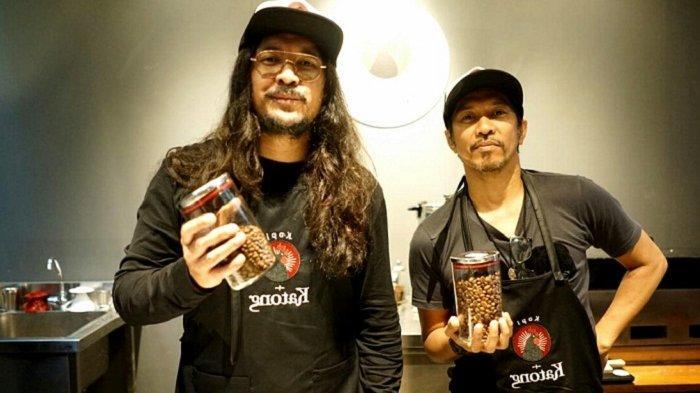 """Ello & Ridho 'Slank' Kenalkan Maluku via """"Warung Katong"""" di Bandung"""