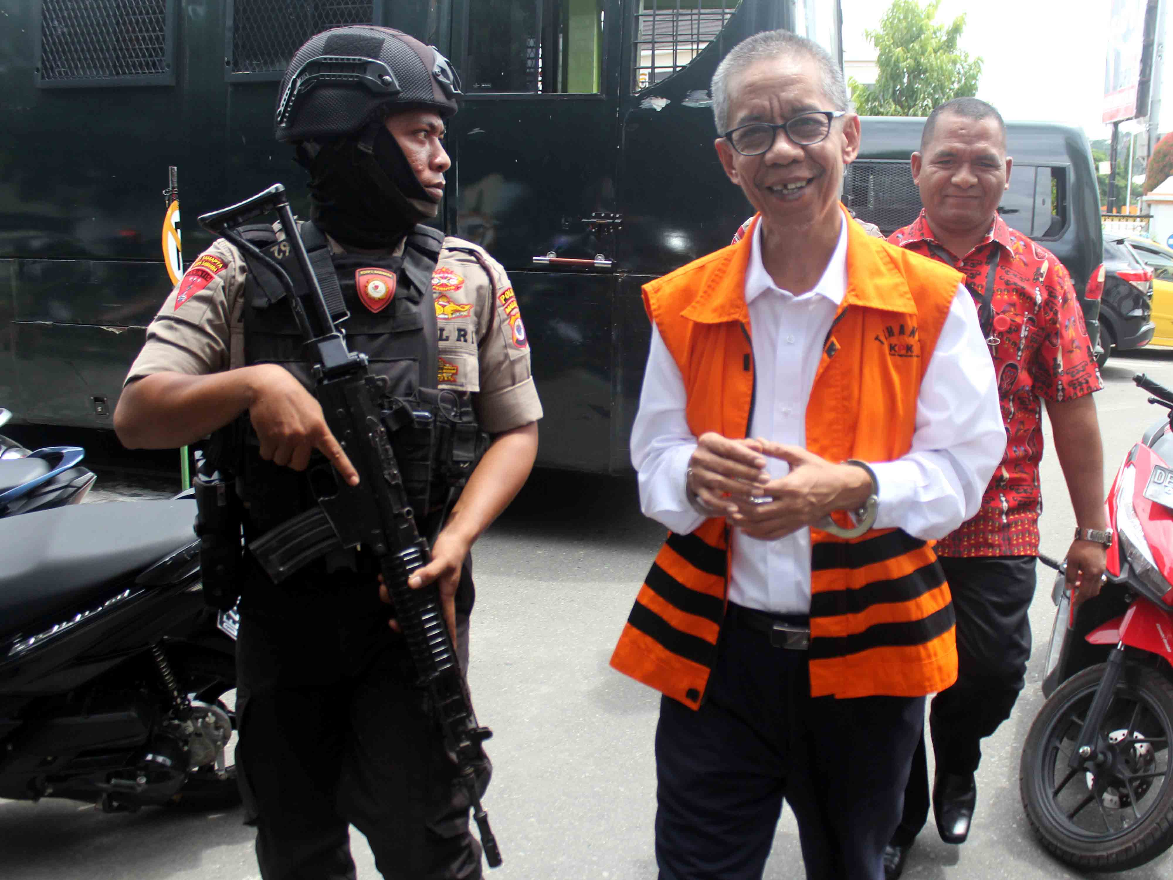 Kepala KPP Pratama Ambon Non Aktif Dituntut 12 Tahun Penjara