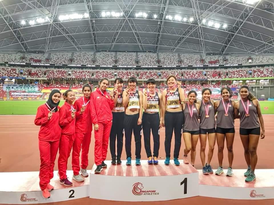 Alvina Tehupeiory Raih Perak Estafet Singapore Open Track & Field Championship