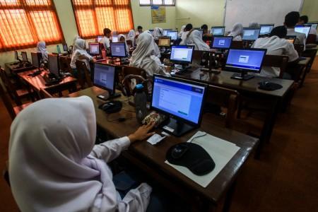 Mendikbud: 8,3 Juta Siswa Ikut UN, 91% Berbasis Komputer