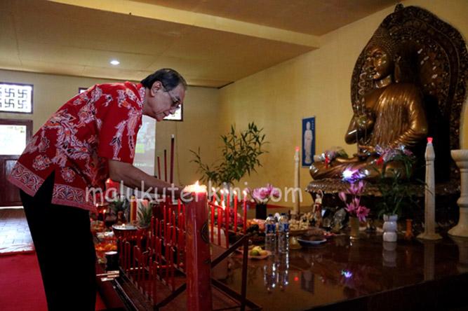 Puja Bhakti Warnai Perayaan Waisak di Ambon