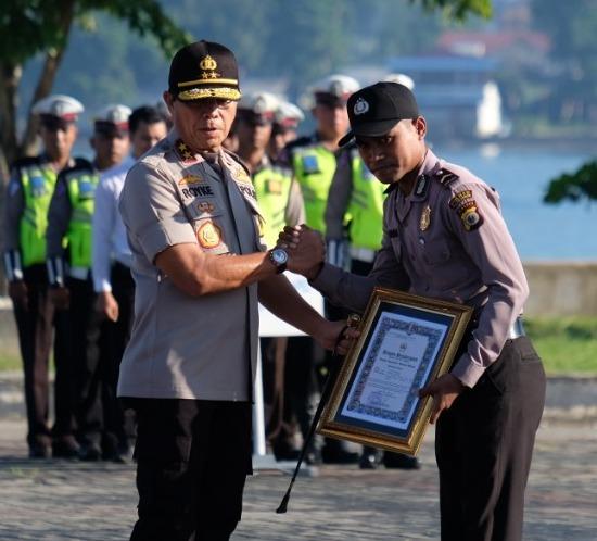 Selamatkan Petugas Rekanan PLN, Bripda Angga Peroleh Penghargaan