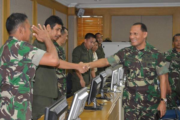Panglima TNI Mutasi 35 Perwira, Dominggus Pakel Jadi Kapusdatin Kemhan