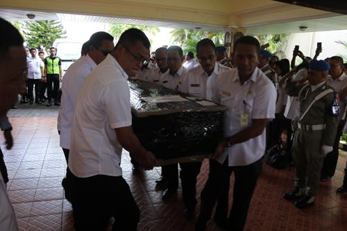 Ribuan Pelayat Iringi Pemakaman Istri Wawali Ambon