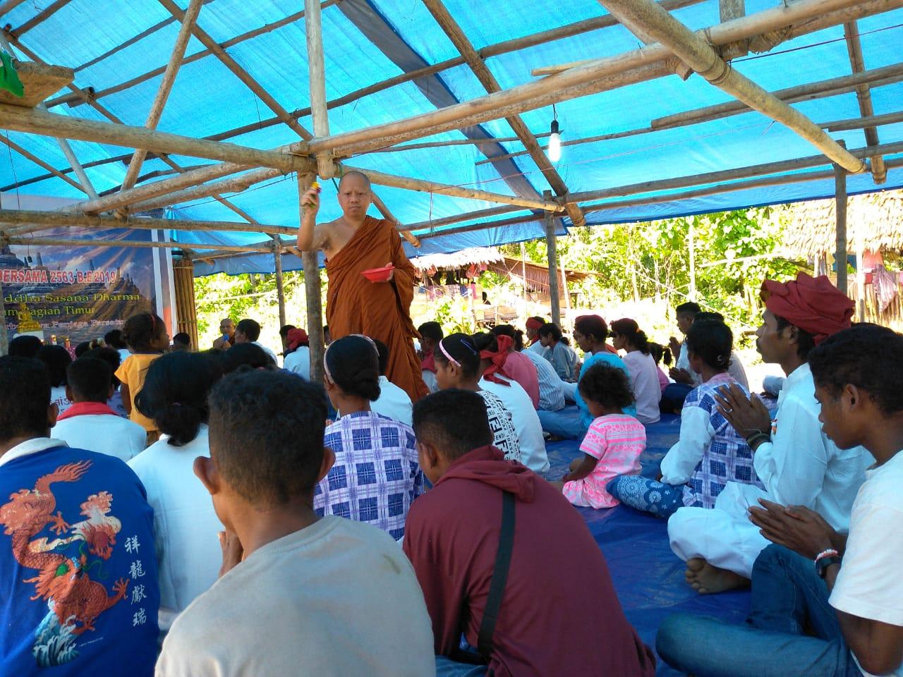 Saat Umat Buddha di Pedalaman Pulau Seram Merayakan Waisak