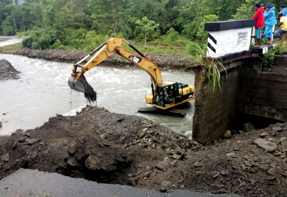 Pasca Jembatan Wai Nari Amblas, Alur Sungai Mulai Dinormalisasi