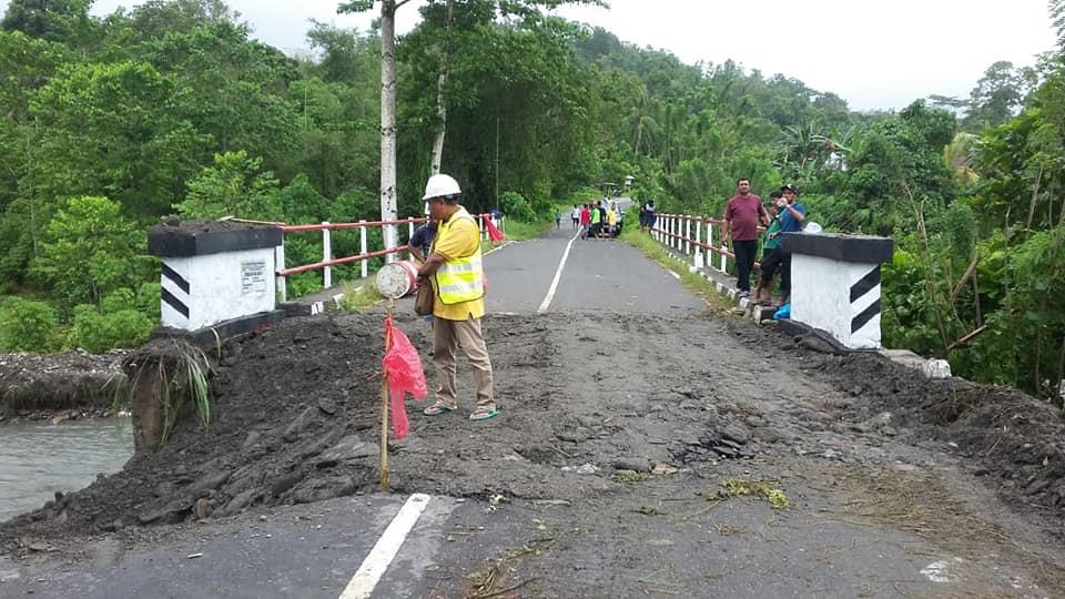 Pasca Amblas, Akhirnya Jembatan Wainari Bisa Dilalui Kendaraan
