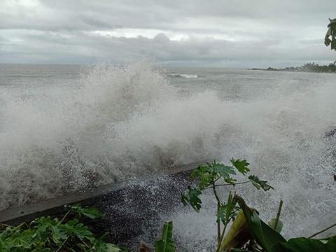 Dihantam Ombak, Talud Desa Sahulau Rusak