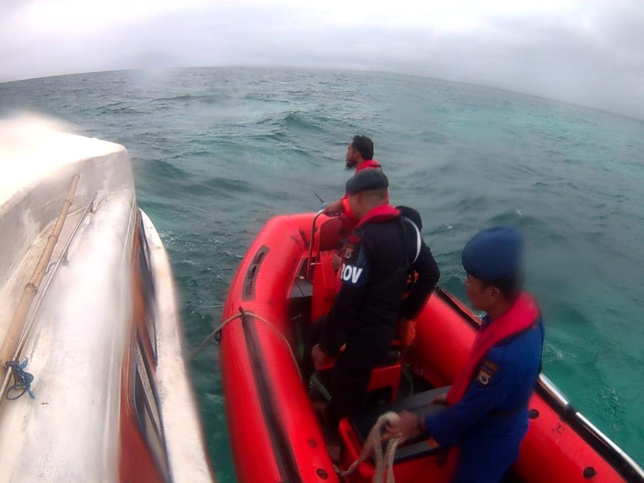 Penumpang 'Long Boat' Yang Mati Mesin Berhasil Dievakuasi Tim SAR Gabungan