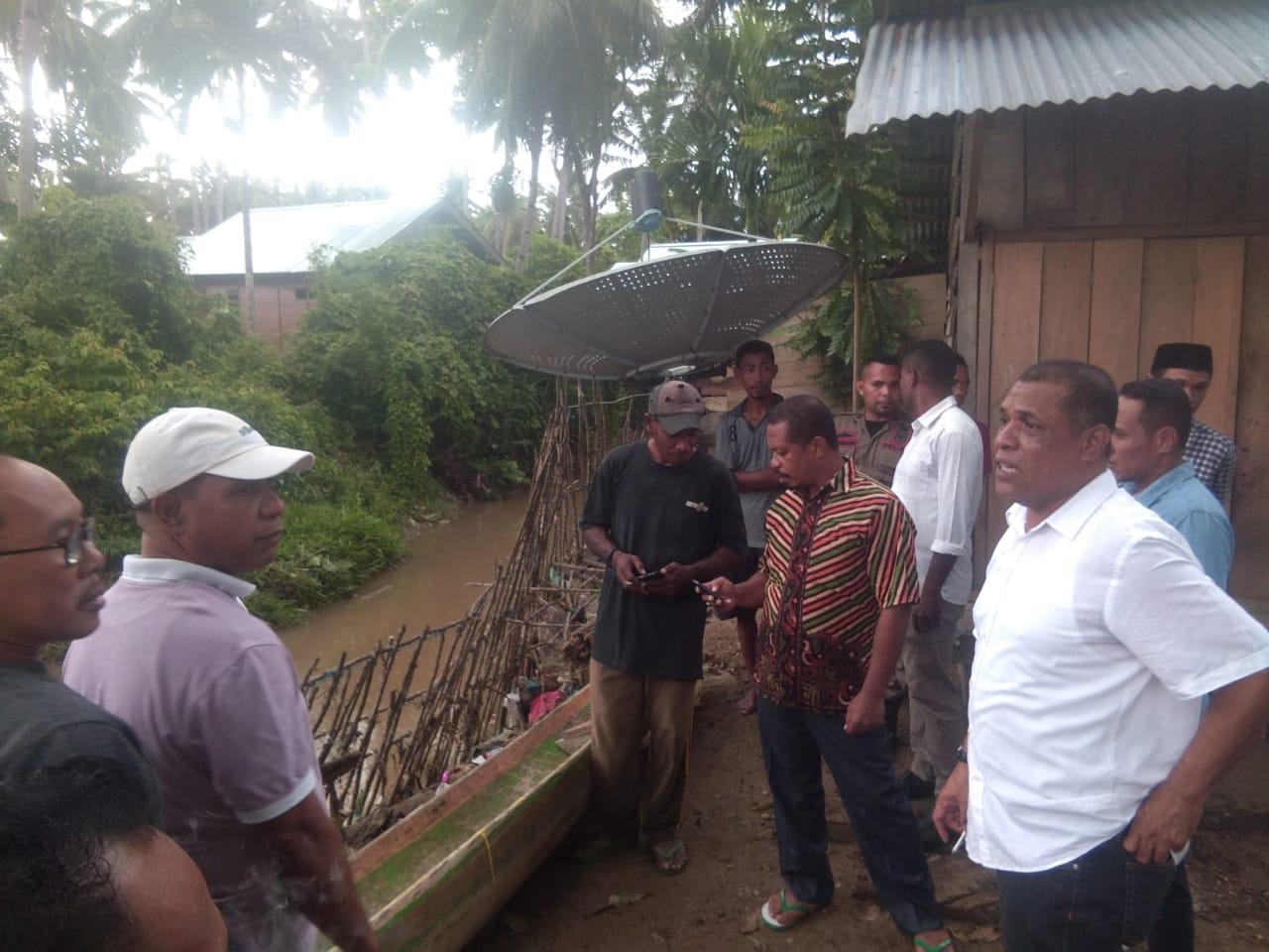 Tinjau Lokasi Banjir, Bupati SBT Kecewa Kinerja BPBD