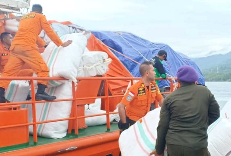 Satgasgulbencal Bersinergi Distibusi Bantuan ke Pengungsi Korban Gempa Halmahera