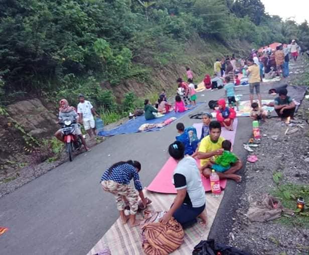 Pasca Gempa, Warga Gane Barat Mengungsi ke Hutan dan Tidur di Jalan