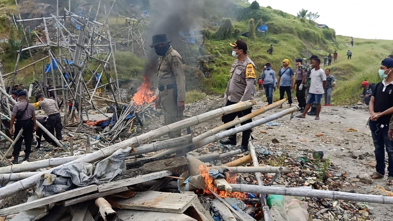 Kapolres Buru Pimpin Tim Sisir Penambang Ilegal di Gunung Botak