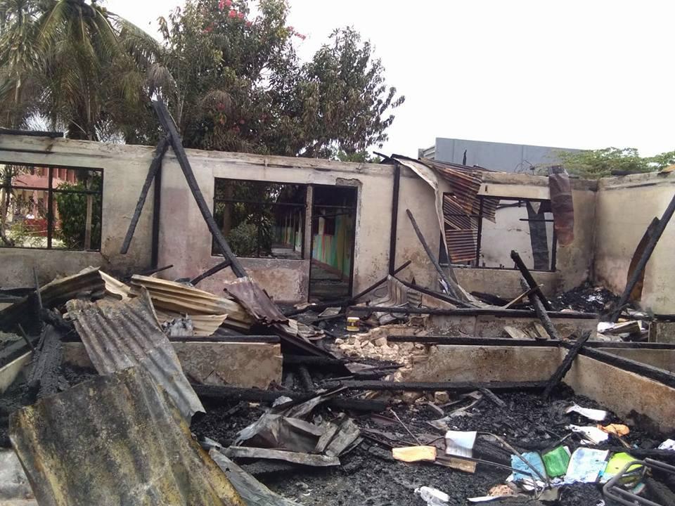 Puing-puing Sisa Kebakaran SMP Karel Sadsuitubun