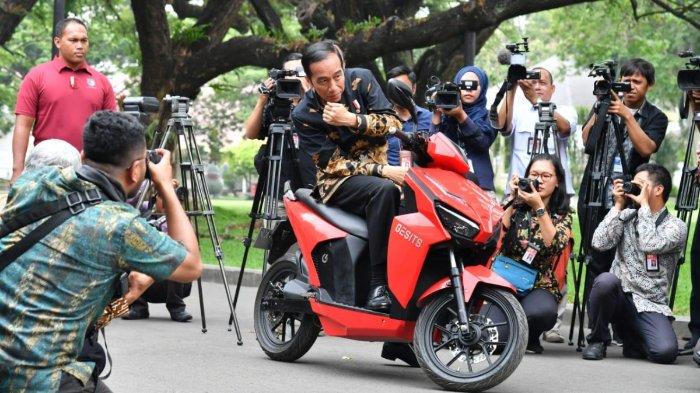 Luhut Usul ke Jokowi, Tahun Depan PNS Pakai Motor Listrik