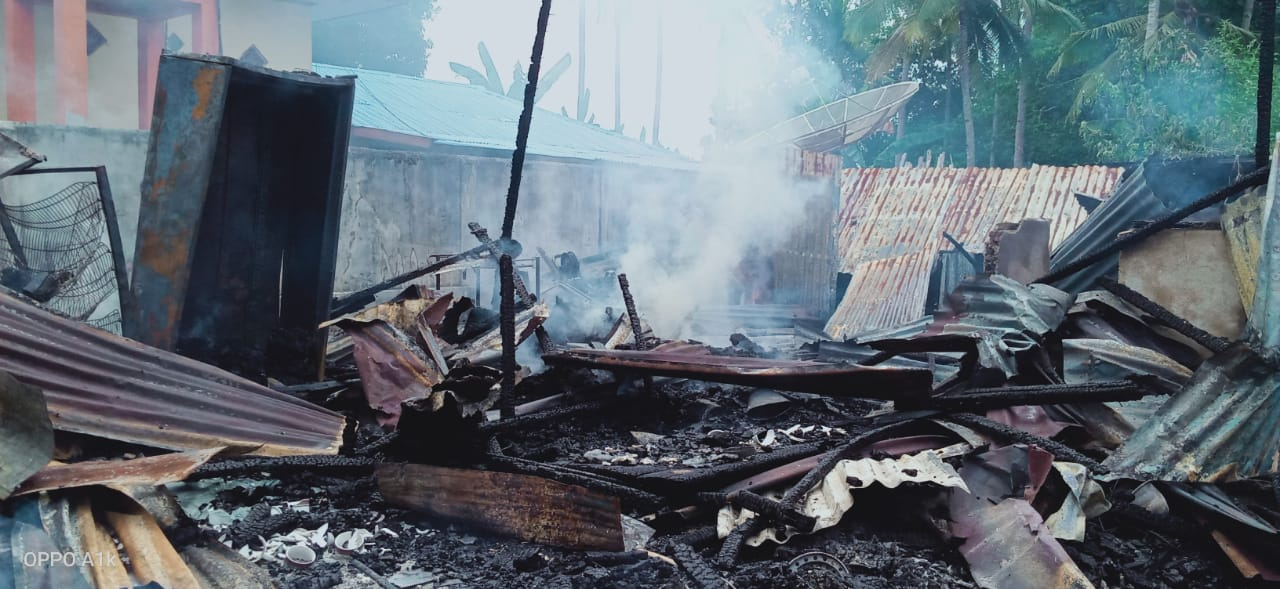 Rumah Warga Namlea Ludes Dilalap Api