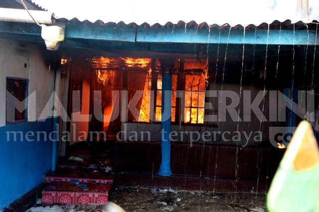 Rumah Warga Kampung Oihu Ludes Dilalap Api
