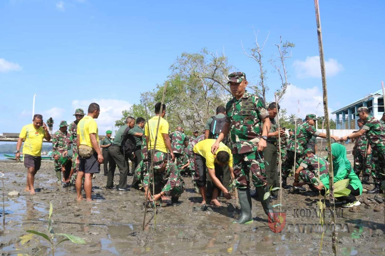 Jelang HUT ke-74 TNI, Kodam Pattimura Gelar Penghijauan Lingkungan