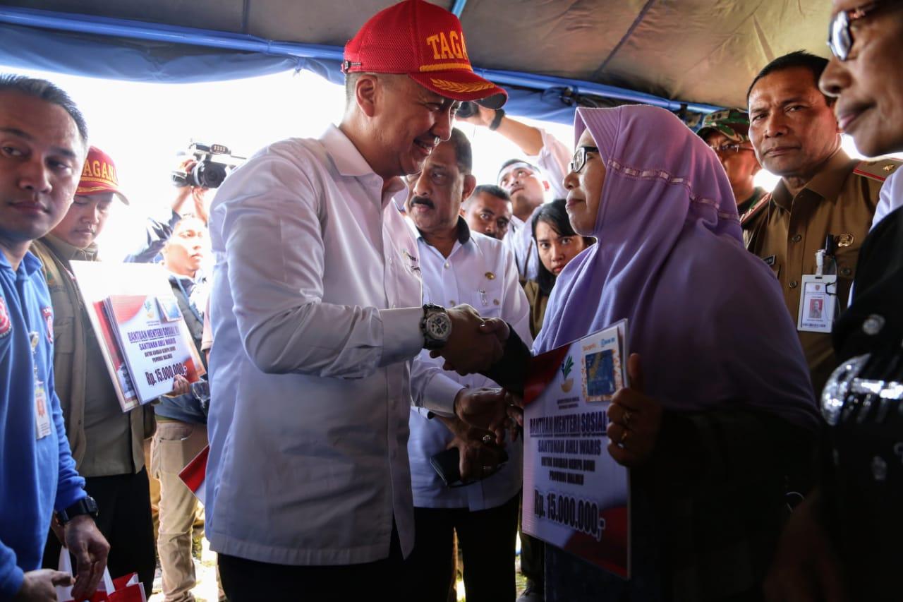 Pasca Gempa, Mensos Serahkan Bantuan Rp 1,3 M