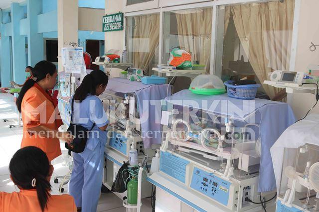Pasca Gempa, Perawatan Bayi Pindah Sementara ke Teras RSUD Haulussy