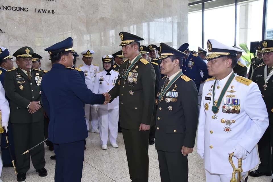 Pangdam Pattimura & Danlantamal Ambon Terima Tanda Kehormatan