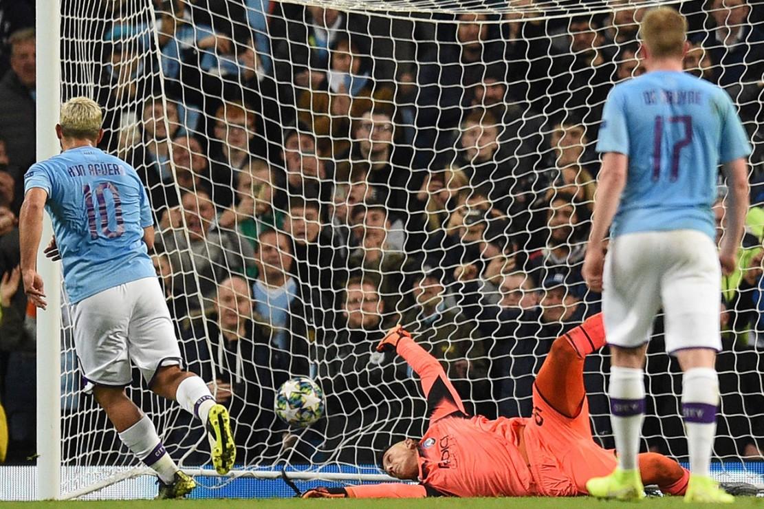Sterling Hat-trick, Manchester City Libas Atalanta 5-1