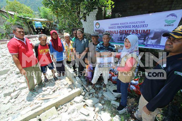 BMKG Maluku Bersama DWP Bantu Pengungsi Korban Gempa