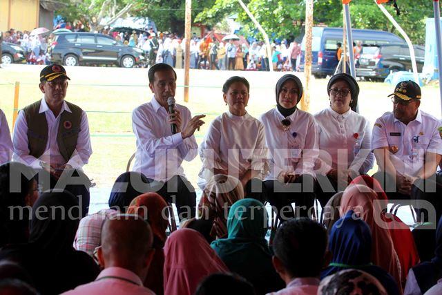 Pengungsi Minta Terpal Baru dari Presiden Jokowi