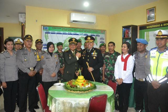 HUT ke-74 TNI, Jajaran Polres Ambon Bikin 'Surprise' di Makodim