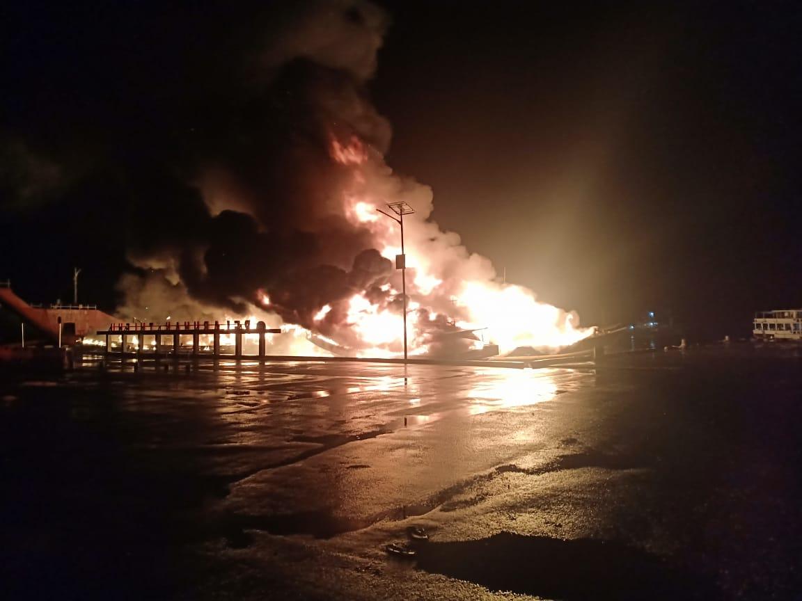Empat Kapal Ludes Terbakar di Pelabuhan Tulehu