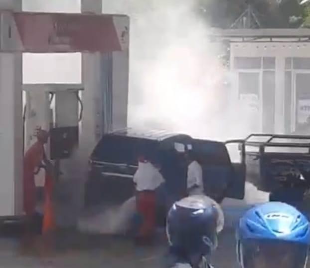 'Security' Lalai, Avanza Tabrak Dispenser BBM SPBU Kebun Cengkeh