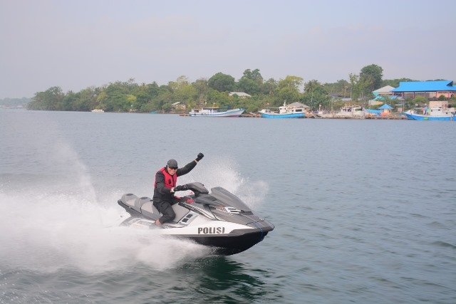 Kapolda Patroli Laut Keliling Maluku Gunakan Jet Ski