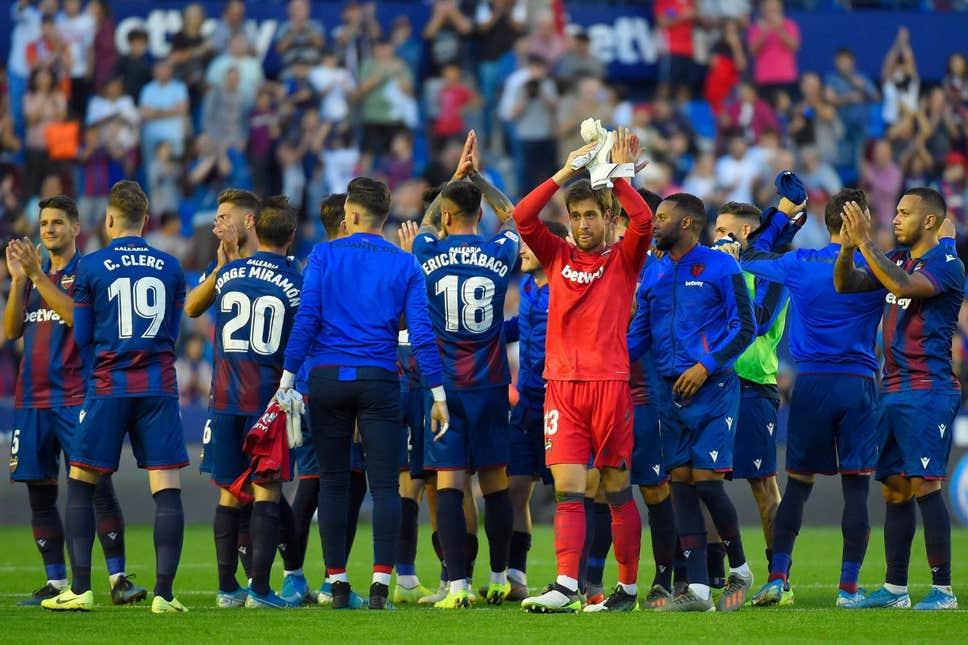Barcelona Dipermalukan Levante 1-3