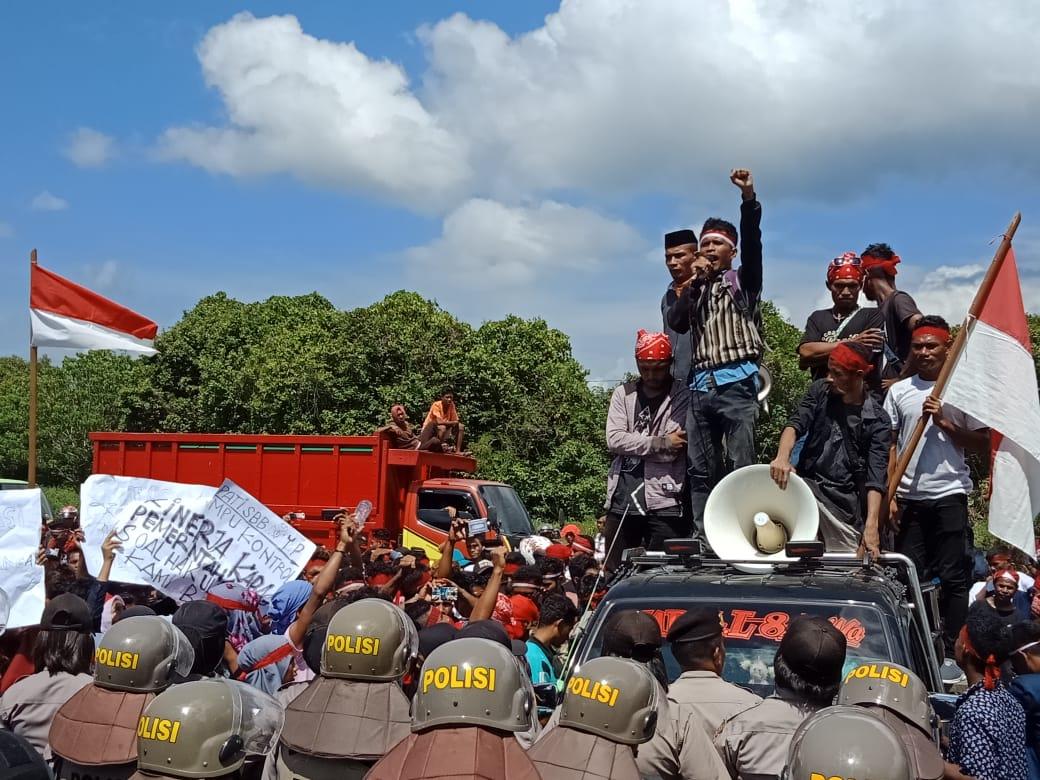 Pemuda Buano Utara Demo Bupati SBB Terkait Hak Ulayat