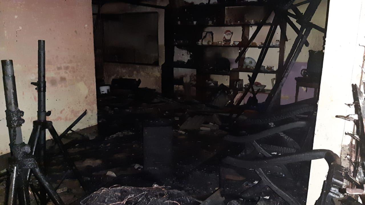 Diduga Akibat Arus Pendek Listrik, Rumah Warga Passo Dilalap Api