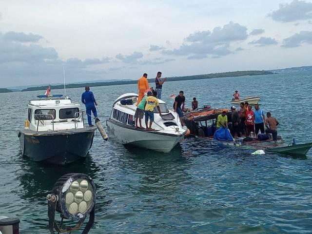 KM Daussa Nyaris Tenggelam di Tanimbar, 30 Penumpang Selamat