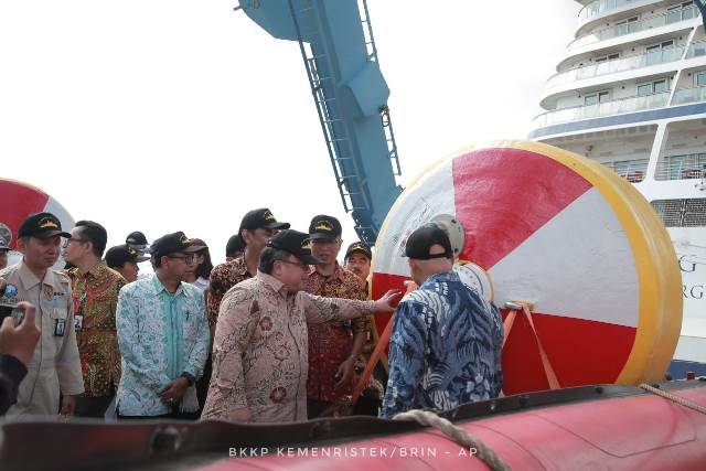 Menristek Luncurkan Buoy Pendeteksi Tsunami Hitungan Detik
