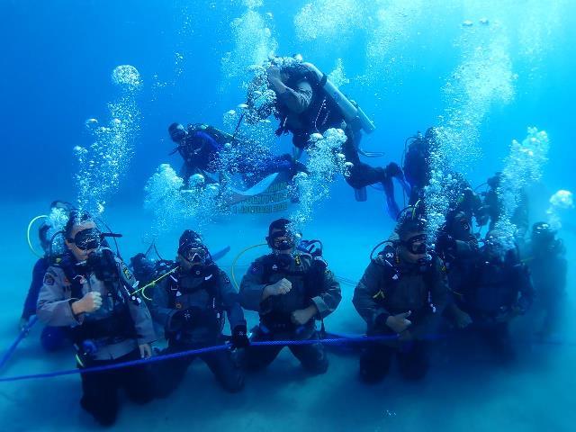262 Personel Naik Pangkat, Polda Maluku Gelar Upacara di Dasar Laut