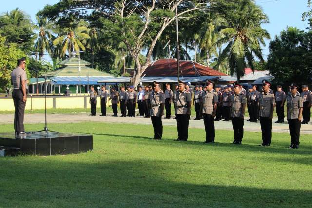 66 Personel Polres SBT Naik Pangkat