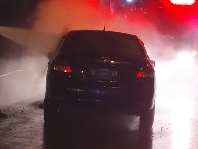 Diduga Air Radiator Kering Penyebab Toyota Vios Terbakar di Depan MCM