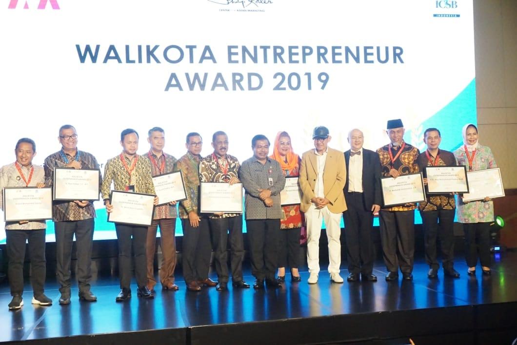 """Wali Kota Ambon Raih Penghargaan """"Walikota Enterpreneur 2019"""""""