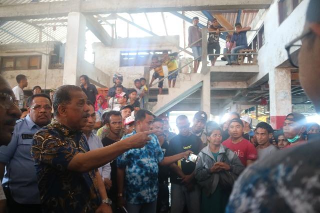 Wali Kota Ambon Tinjau Lokasi Kebakaran di Pasar Arumbae