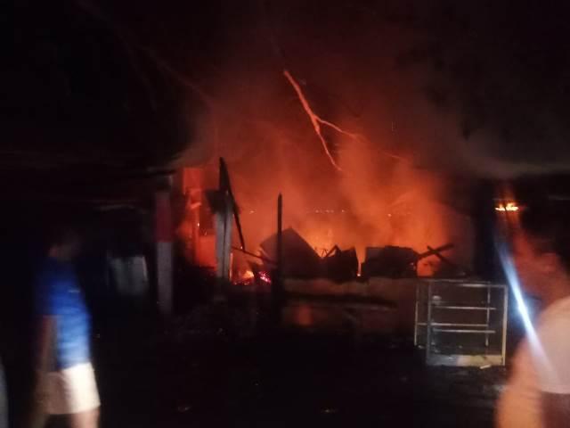 Bengkel, Kios dan Pangkalan Ojek di Kawasan Air Salobar Ludes Dilalap Api