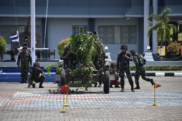 Prajurit Yonmarhanlan Ambon Latihan Perang Serangan Udara