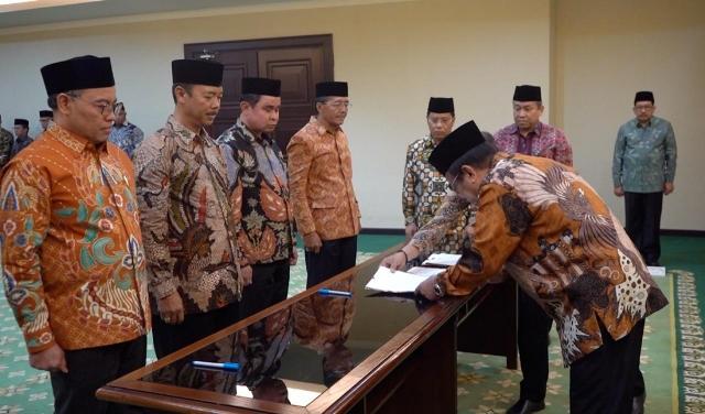 Menag Lantik Fesal Musaad Jadi Kakanwil Kemenag Sulawesi Tenggara