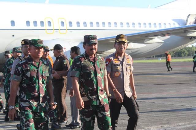 Panglima TNI dan Kapolri Tiba di Ambon
